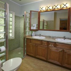playa_linda-townhome-bath.jpg