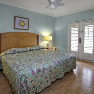 playa_linda-townhome-bed.jpg